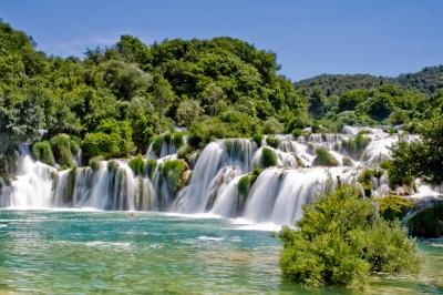 世界遺産など多くの観光資源をもつ国